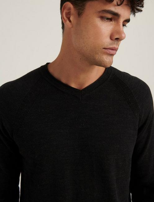 WELTERWEIGHT V-NECK SWEATER, HEATHER BLACK