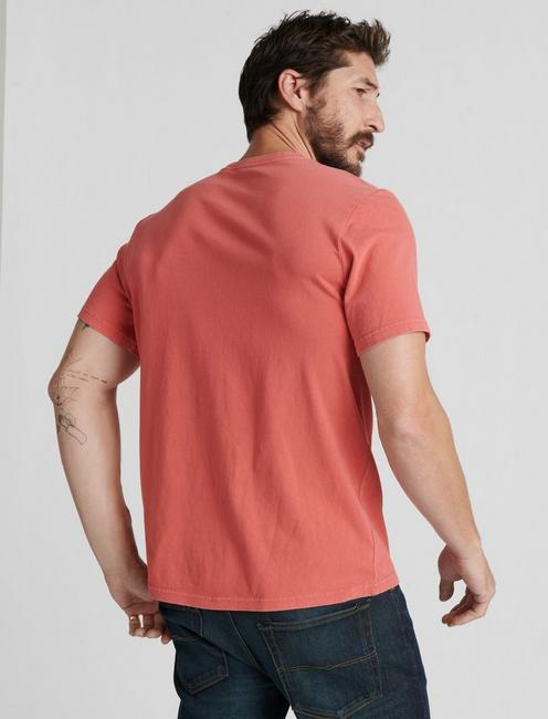 SUNSET POCKET TEE, MINERAL RED