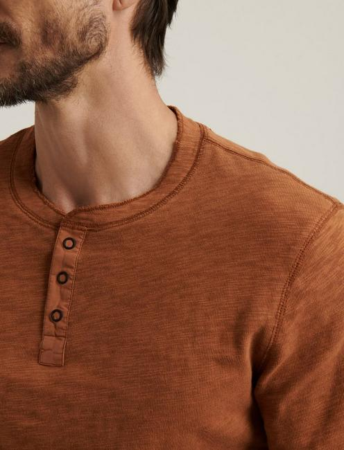 LONG SLEEVE SNAP HENLEY, GOLDEN BROWN