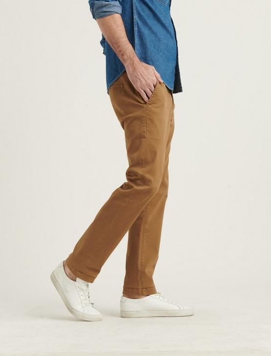 410 CHINO PANT, BUZZARD BROWN, productTileDesktop