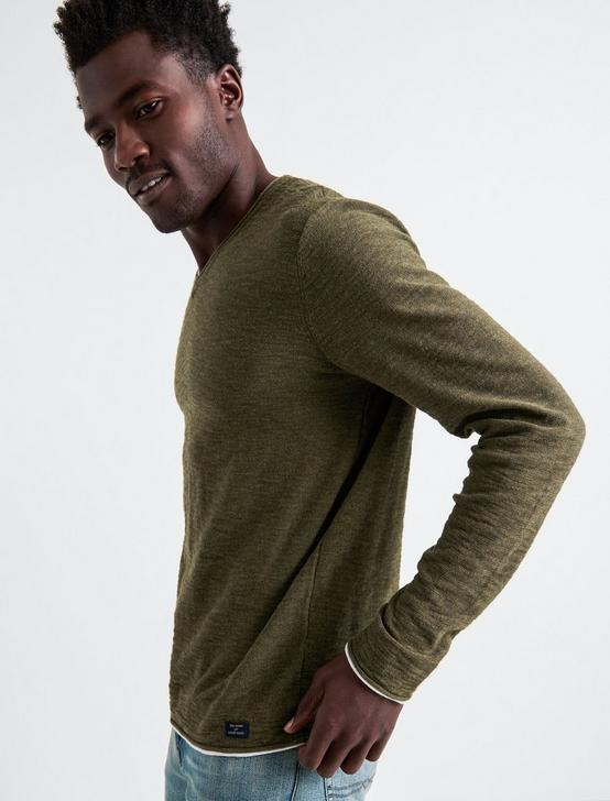 WELTER WEIGHT V-NECK, IVY GREEN, productTileDesktop