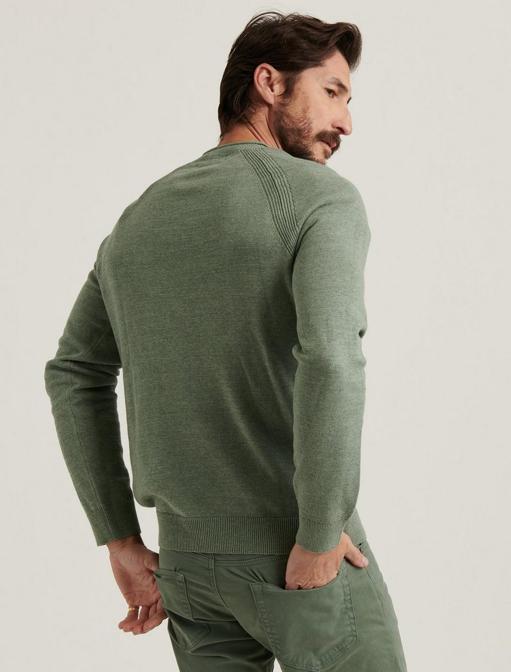 WELTER WEIGHT V-NECK SWEATER, image 4