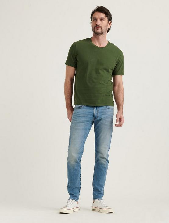 SUNSET V-NECK TEE, 915 GREEN, productTileDesktop