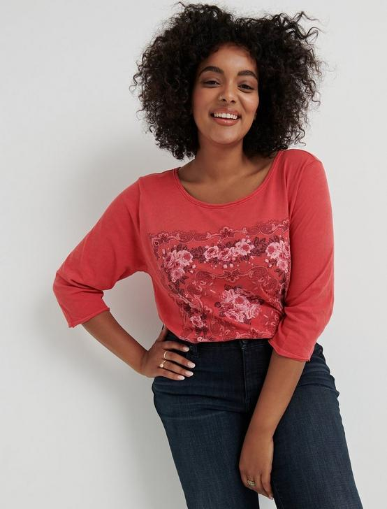 MOSAIC PRINT 3/4 SLEEVE TEE, RED, productTileDesktop