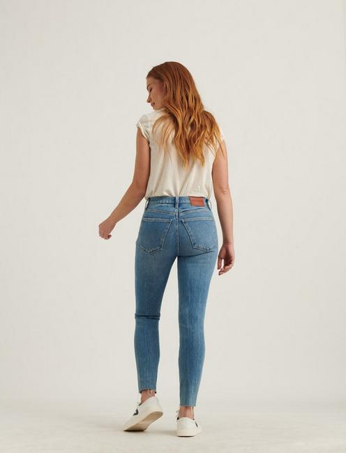 HIGH RISE BRIDGETTE CROP 4-WAY STRETCH JEAN, SIGNAL DEST CT