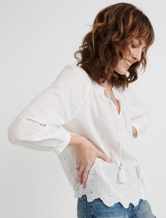 EYELET SCALLOPED EDGE PEASANT TOP, LUCKY WHITE, productTileDesktop