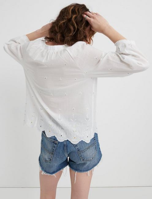 EYELET SCALLOPED EDGE PEASANT TOP, LUCKY WHITE