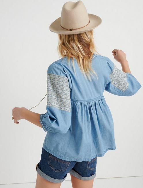EMBROIDERED PEASANT TOP, LIGHT WASH