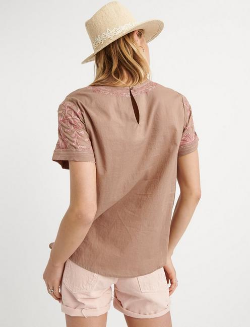 EMBROIDERED TEE, CAPPUCCINO