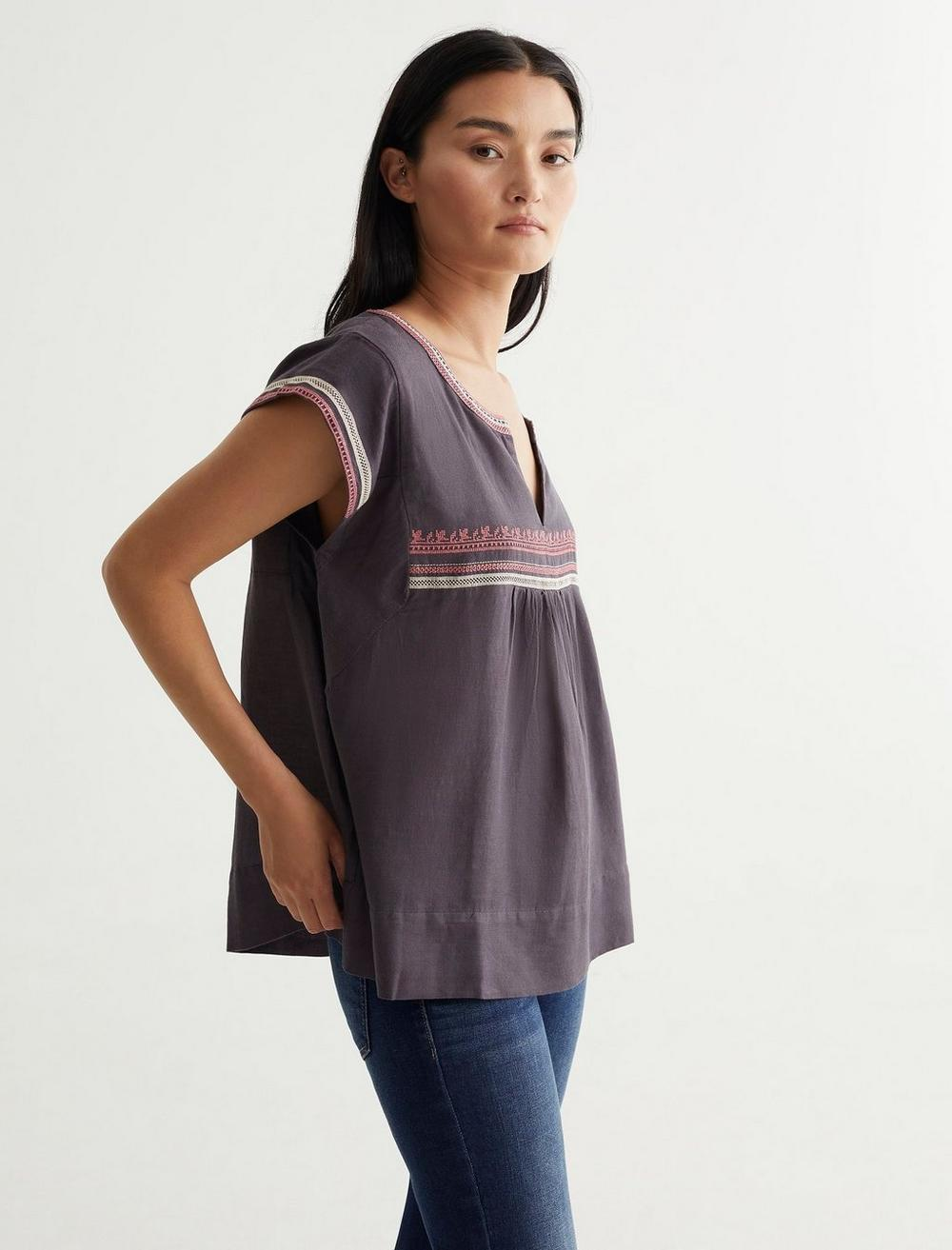 EMBROIDERED WOVEN TOP, image 3