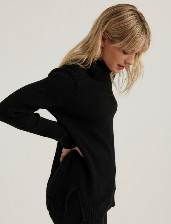 SIDE SLIT TURTLENECK SWEATER, 001 LUCKY BLACK, productTileDesktop
