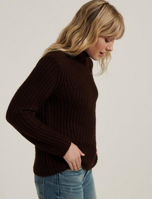 TRAVELING RIB SWEATER, RICH CHESTNUT