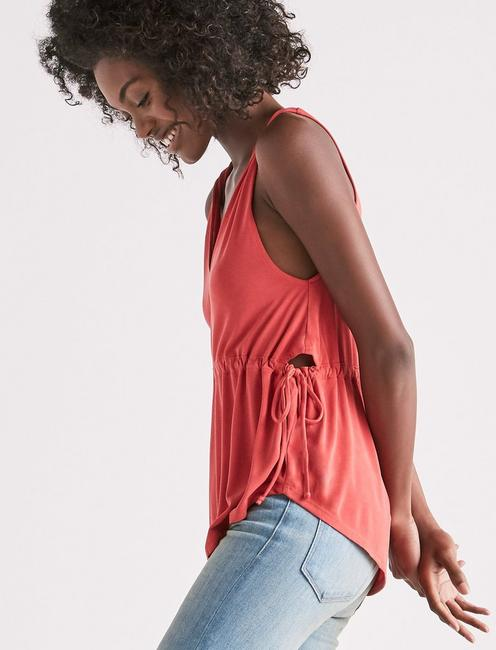 SIDE CUTOUT SANDWASH TOP,