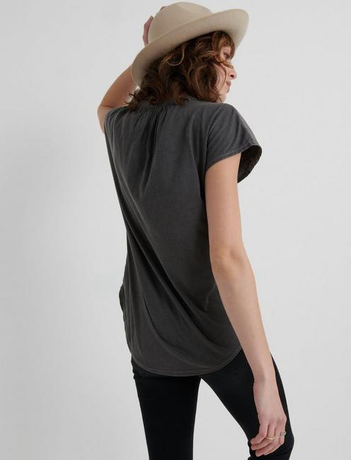 WASHED APPLIQUE HENLEY, 001 LUCKY BLACK