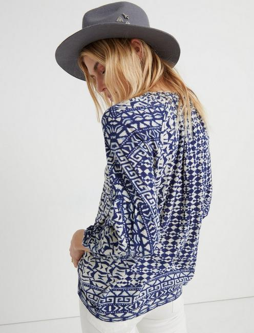 PRINTED AND SHIRRED TOP, NAVY MULTI