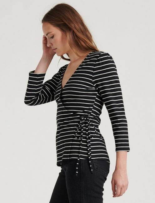 STRIPE WRAP TOP, BLACK/WHITE STRIPE