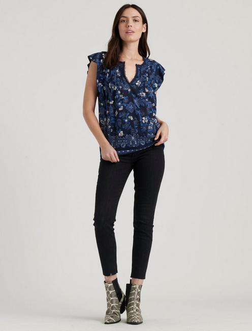 RUFFLE NOTCH NECK TOP,