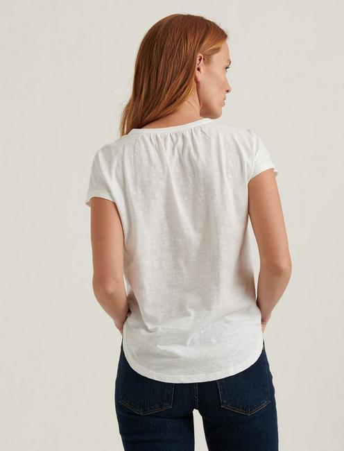 WASHED APPLIQUE YOKE HENLEY TOP, LUCKY WHITE