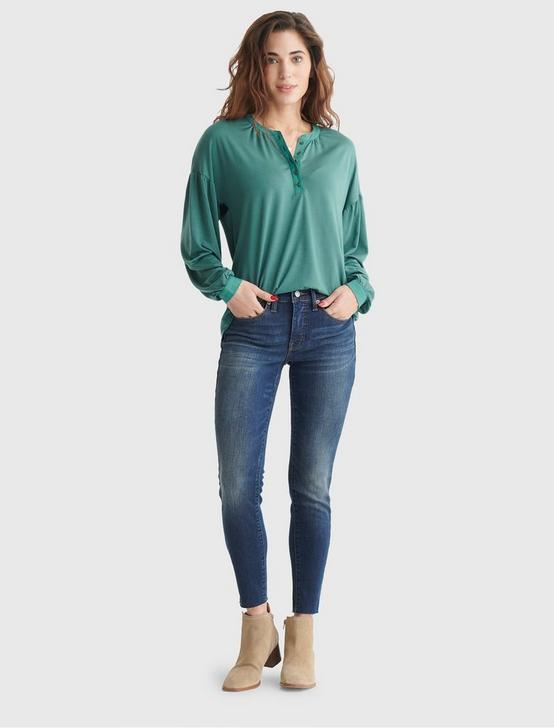 BUTTON-ACCENTED V-NECK TOP, BLUE SPRUCE, productTileDesktop