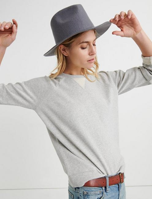 CLASSIC CREW NECK SWEATSHIRT, HEATHER GREY