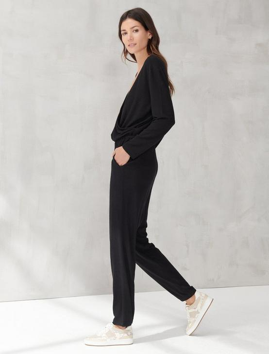 BRUSHED HACCI V NECK JUMPSUIT, 001 LUCKY BLACK, productTileDesktop