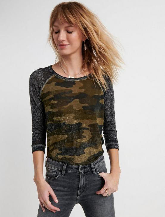 CAMO RAGLAN TEE, GREEN MULTI, productTileDesktop