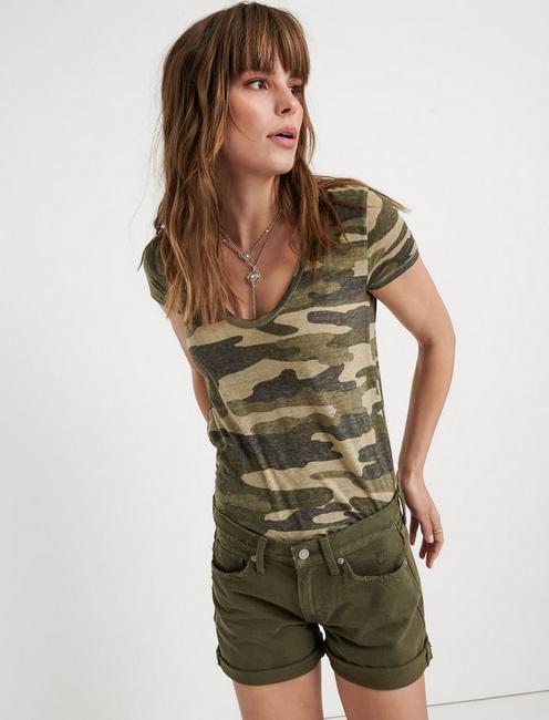 CAMO SCOOP NECK TEE, GREEN MULTI