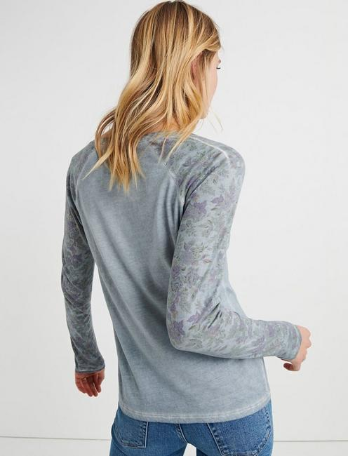PRINT SLEEVE HENLEY, WASHED BLUE
