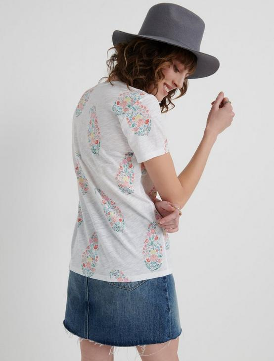 ALL OVER PAISLEY FLORAL TEE, WHITE MULTI, productTileDesktop
