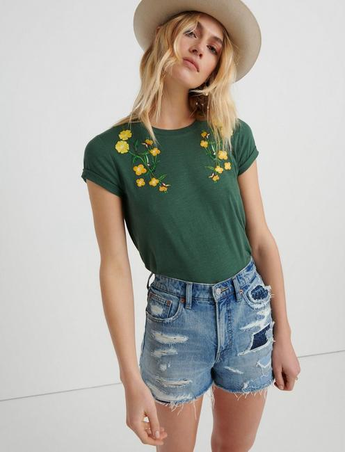 FLORAL EMBROIDERED TEE, SYCAMORE