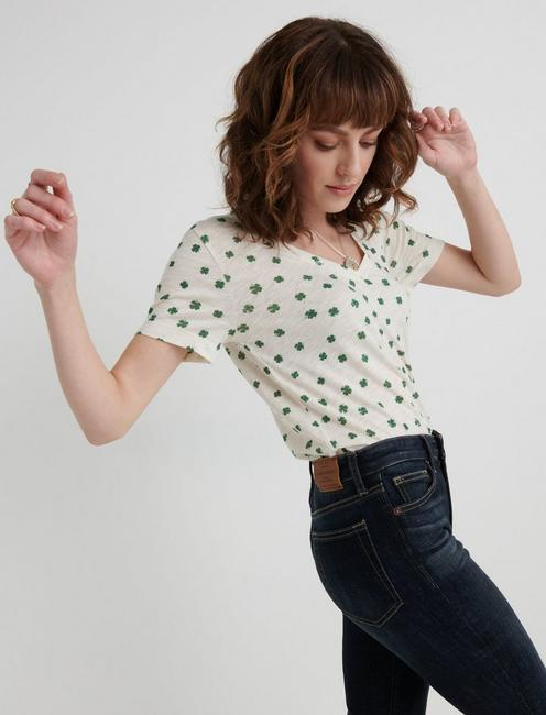 ST. PATRICKS ALL OVER CLOVER TEE, NATURAL MULTI