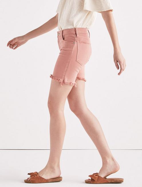 AVA MID RISE JEAN SHORT IN WASHED ROSE,