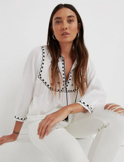 EVELYN EMBROIDERED PEASANT TOP, MARSHMALLOW