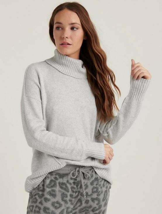 FORWARD SEAM TURTLE NECK, HEATHER GREY, productTileDesktop