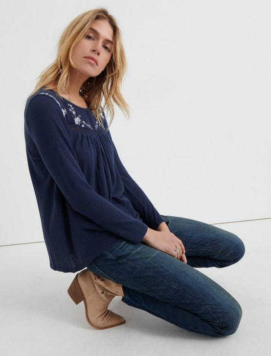 EMBROIDERED CREW NECK, NAVY MULTI, productTileDesktop
