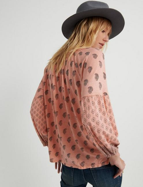 PRINTED PEASANT TOP, CORAL MULTI