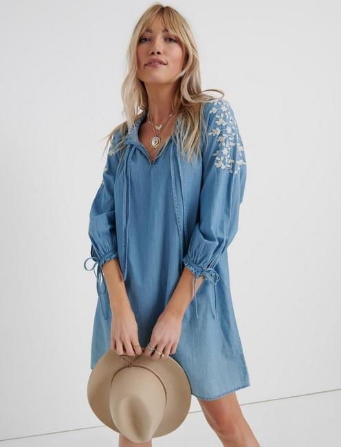 CHAMBRAY EMBROIDERED DRESS, LIGHT WASH