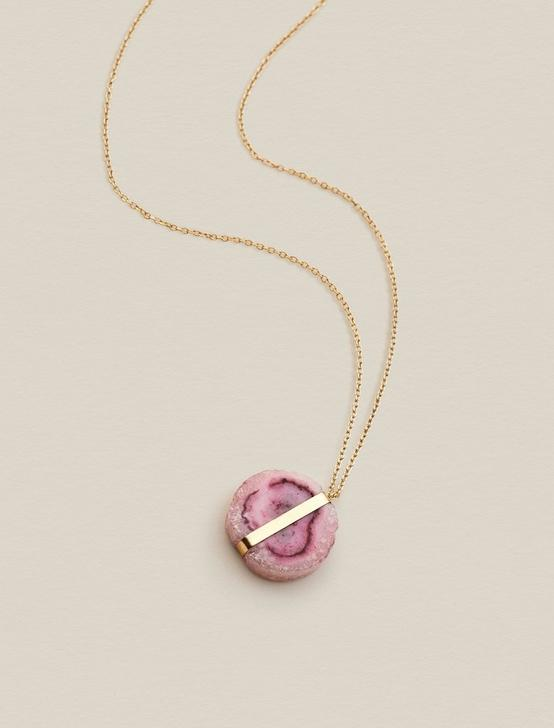 PINK DYED QUARTZ PENDANT NECKLACE, GOLD, productTileDesktop