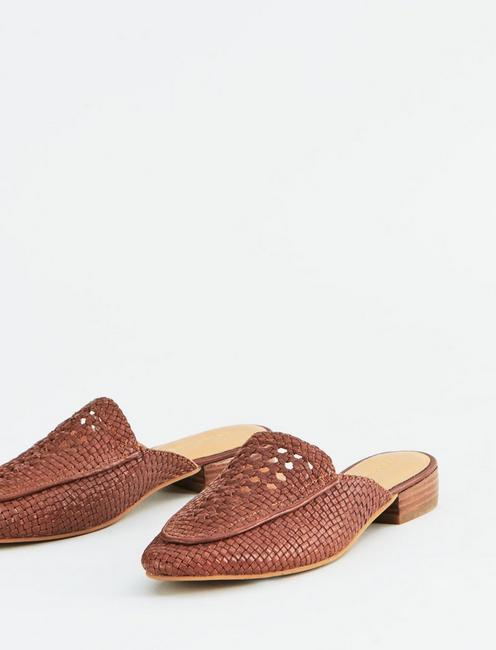 SALT + UMBER POSITANO LEATHER FLAT SLIDES,