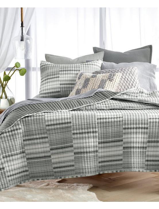 BROKEN STRIPE QUILT, BLACK, productTileDesktop
