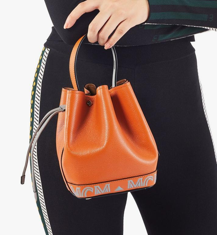 MCM กระเป๋าสะพายหูรูด Milano ทำจากหนังแพะสีคัลเลอร์บล็อก Orange MWDAADA03O4001 Alternate View 7