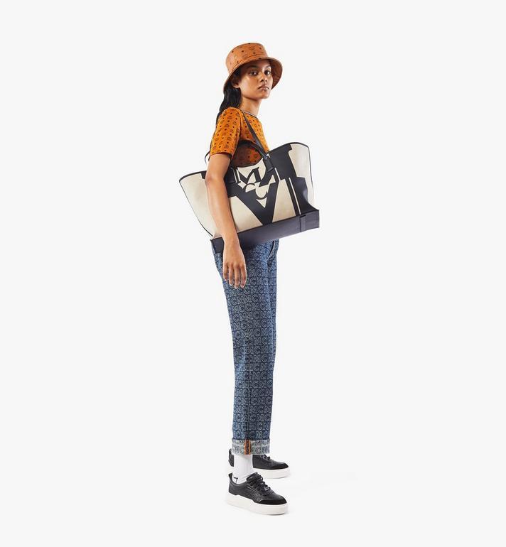 MCM กระเป๋าช็อปเปอร์ผ้าใบลายโลโก้แต่งเอฟเฟคกลิทช์ Black MWPAAMH01BK001 Alternate View 6