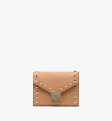 กระเป๋าสตางค์พับสามทบ Patricia ทำจากหนัง Park Avenue ติดหมุด