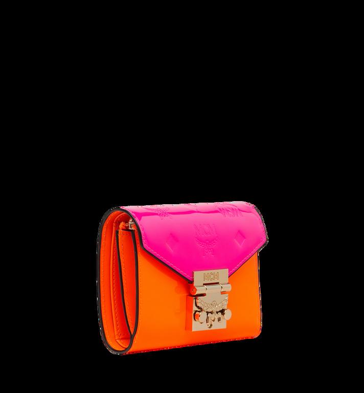 MCM Dreifach gefaltete Patricia Brieftasche aus Lackleder mit Monogramm Alternate View 2