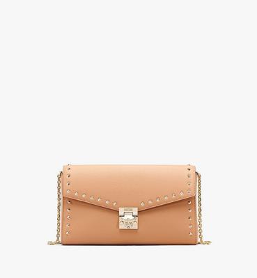 กระเป๋าสะพายครอสบอดี้ Millie วัสดุหนัง Park Avenue ประดับหมุด
