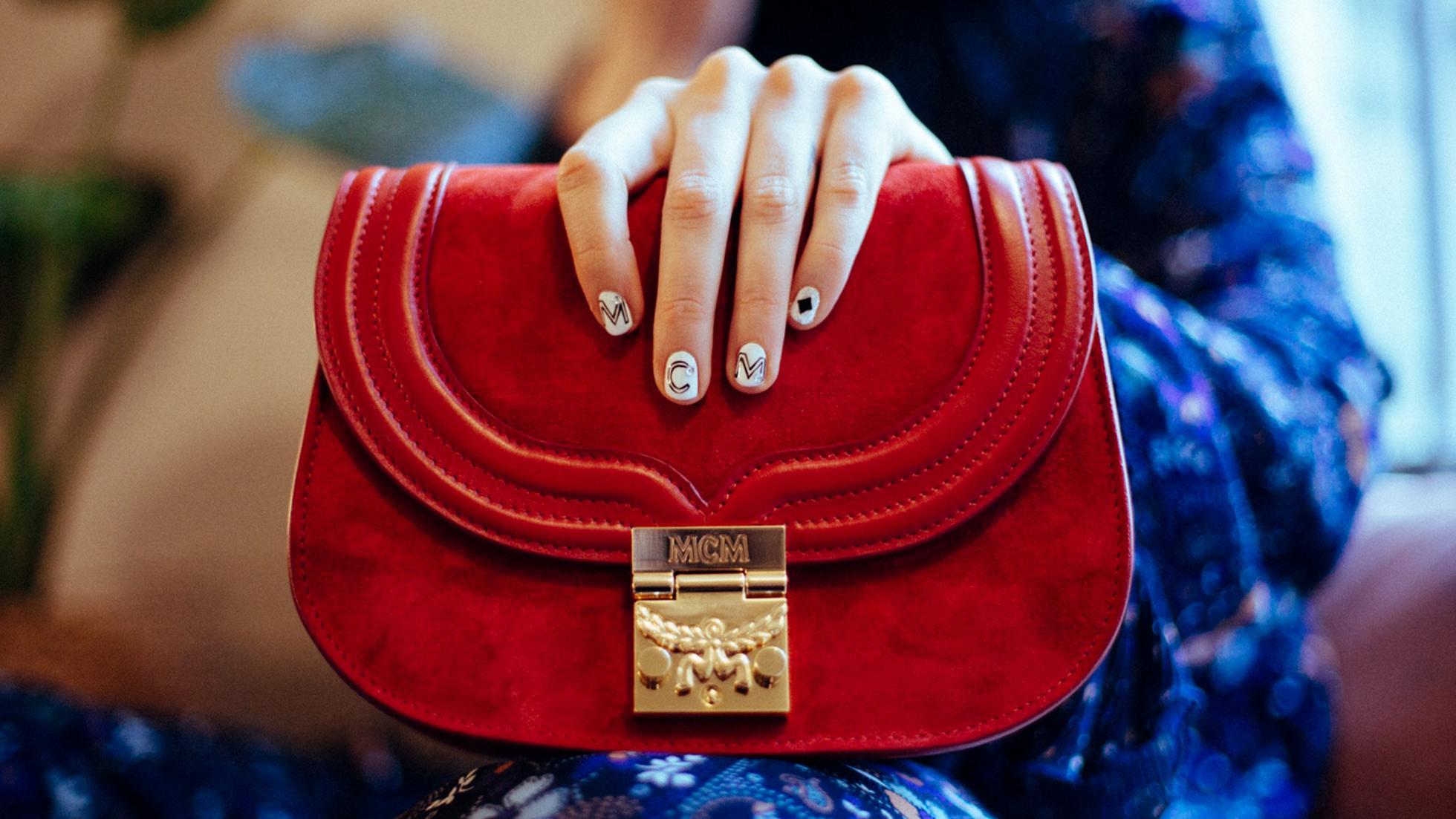 Damentaschen, Trisha Schultertasche aus Wildleder