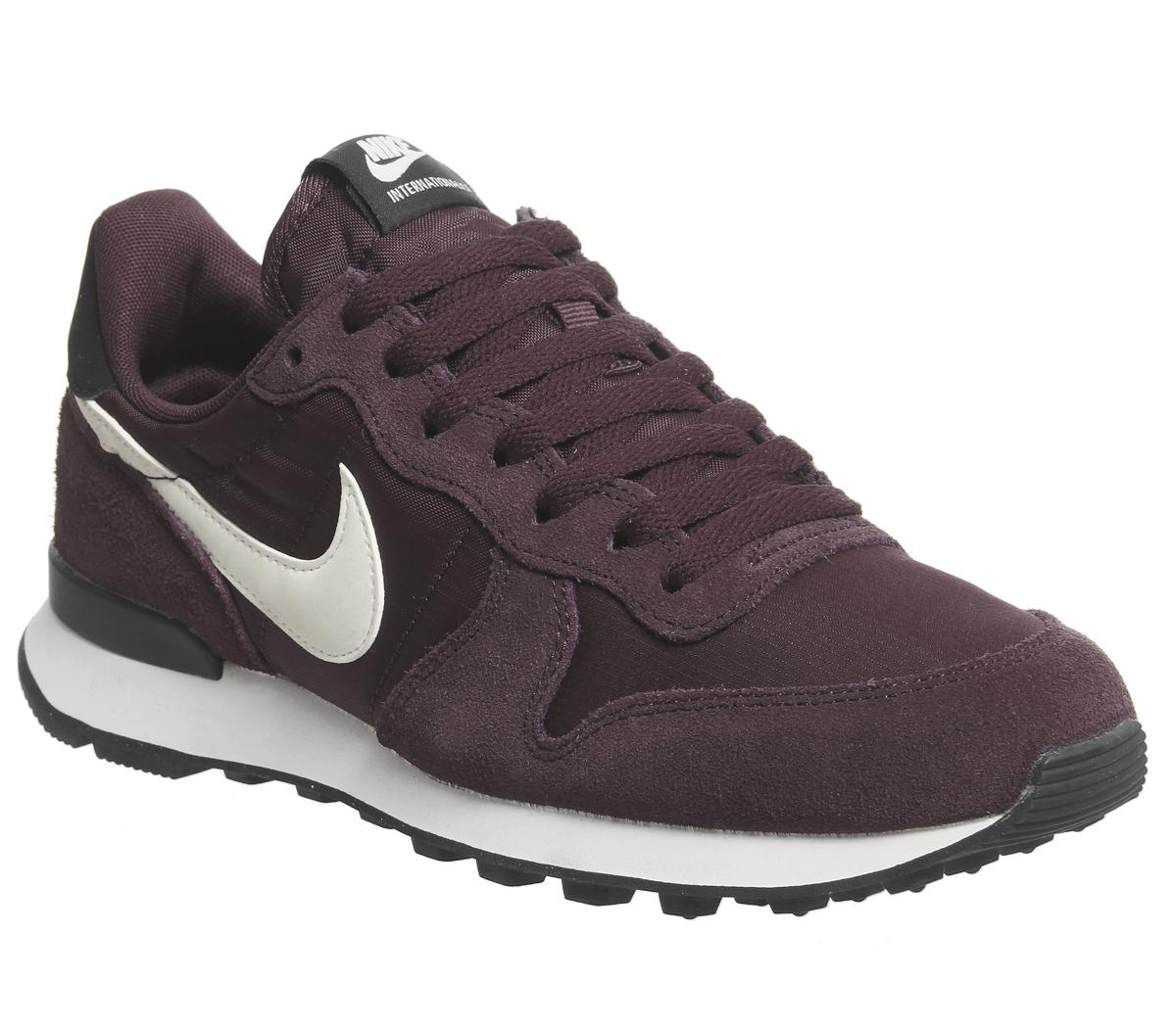 nike wmns internationalist burgundy crush