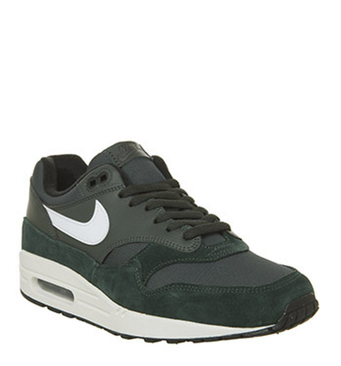 new style 022a7 d1ccf Nike Trainers for Men, Women   Kids   OFFICE