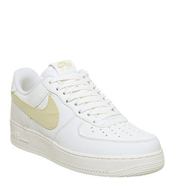 premium selection 3f4ed 9ddb8 03-05-2019 · Nike Air Force 1 07 Trainers