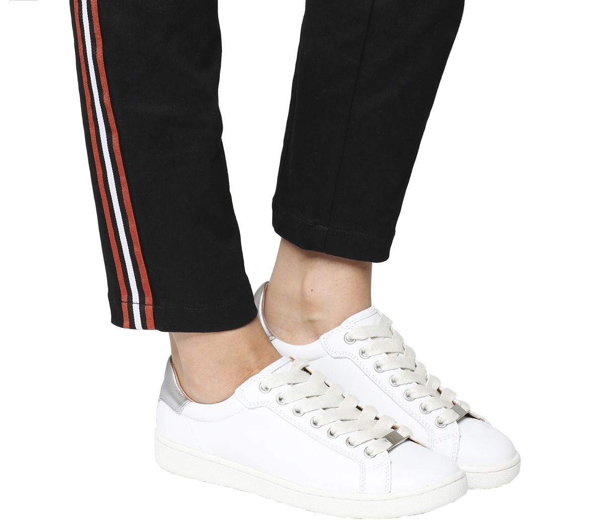 ae60346b6a4 Milo Sneakers
